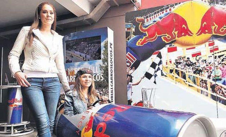 Karen Schwarz y Sofía Mulanovich probaron un modelo de carro loco preparado por Red Bull. (Foto: Difusión)
