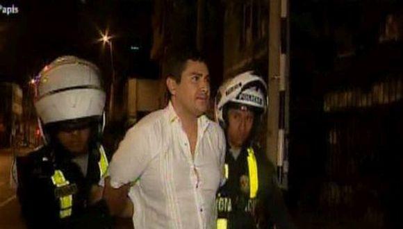 La detención fue registrada en video por uno de los policías. (Foto: Captura/América Noticias)
