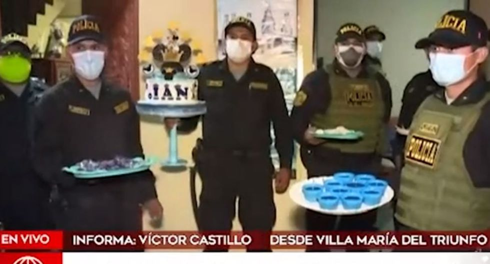 Los policías incautaron los bocaditos y alimentos preparados para la fiesta infantil. (América Noticias)