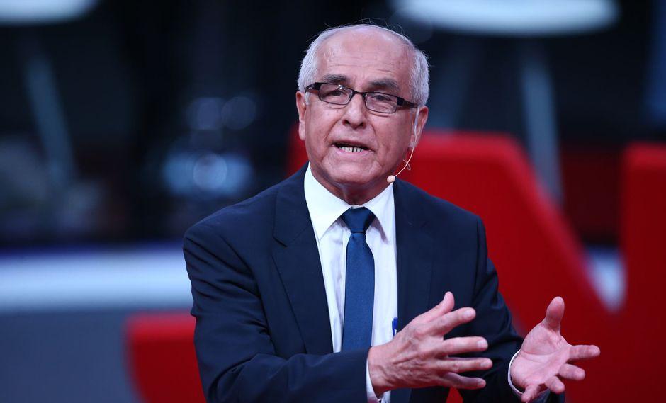 Guillermo Olivares Díaz recibió un llamado de atención de los moderadores del debate organizado por el JNE. (Foto: Andina)