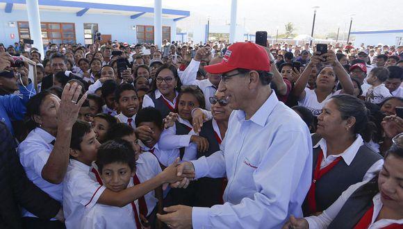 El presidente Martín Vizcarra visitó el nuevo colegio en Tacna acompañado por varios ministros. (Foto: Difusión)