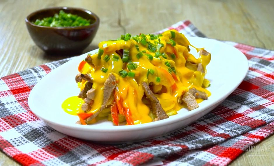 Guiso de papas con carne y queso derretido, la receta perfecta para tu almuerzo de hoy | RECETA - VIDEO
