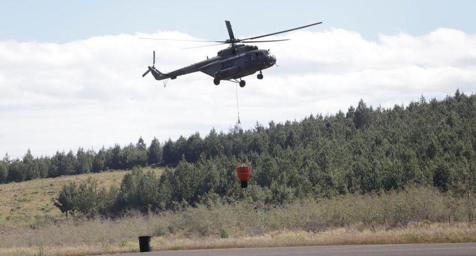 A la zona han llegado helicópteros con equipos que permiten descargar grandes cantidades de agua vía aérea. (Foto: Ministerio de Cultura)