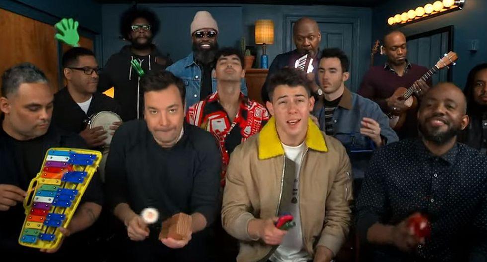 """Jonas Brothers interpretan una nueva versión de """"Sucker"""" con instrumentos de juguete. (Foto: Captura de video)"""