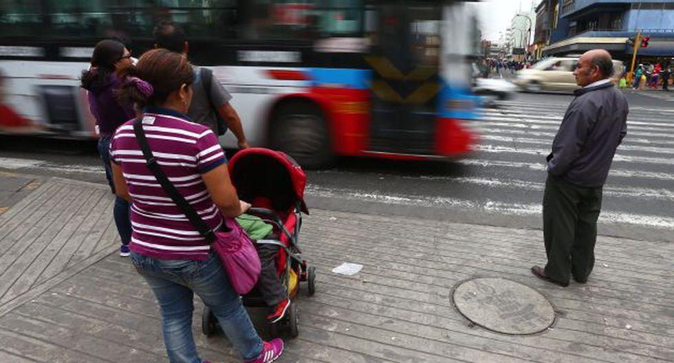 El presidente de la CONET, Julio Rau Rau, asegura que la MML está atentando contra los transportistas. (Foto: USI)