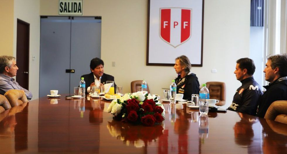 La imagen publicada por la FPF de la reunión entre Gareca, Oviedo y Oblitas (Foto: FPF)
