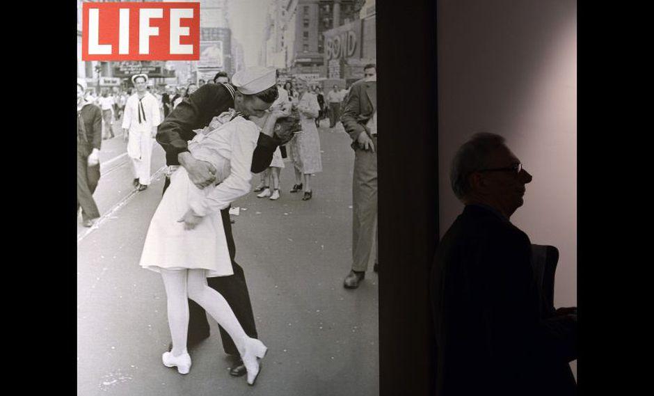 La imagen del marinero besando a la enfermera fue captada en Times Square el 14 de agosto de 1945. (Foto: AP)