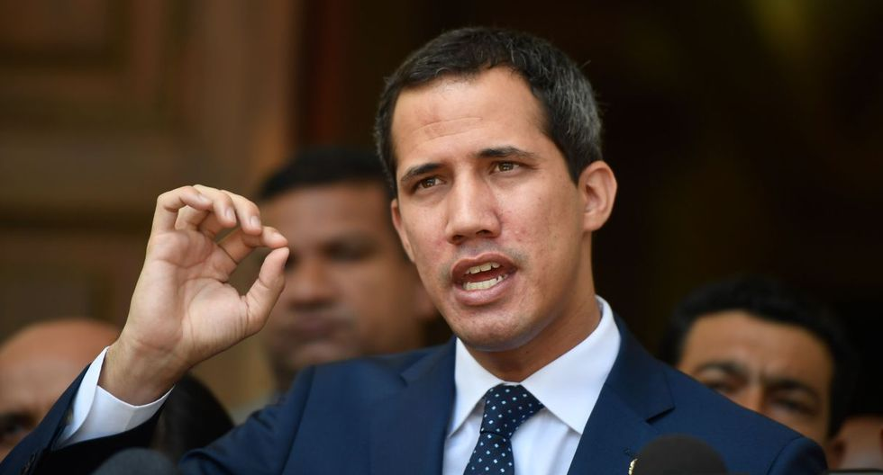 Juan Guaidó rechazó la posición del régimen de Maduro de acusar a Colombia del rearme de las FARC. (Foto: AFP)