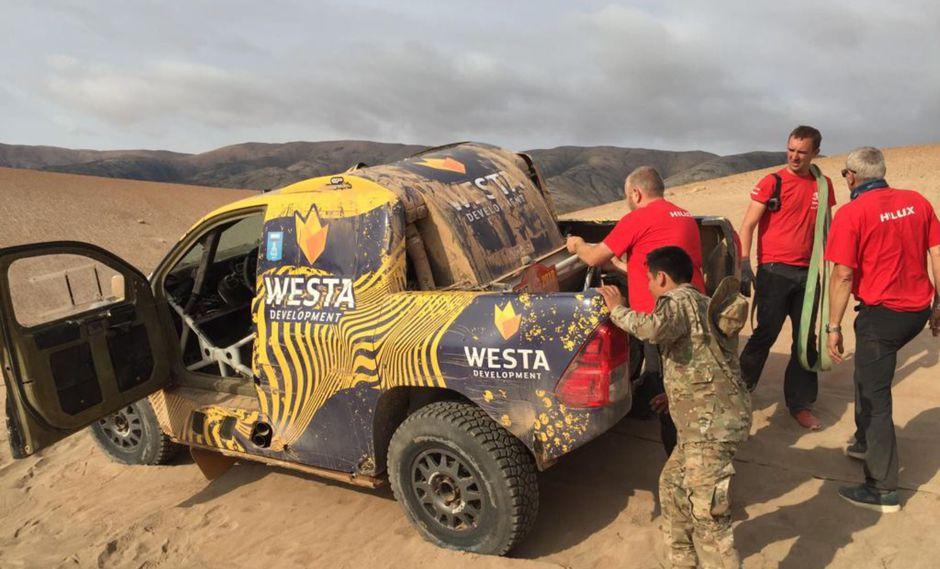 Moquegua: FAP rescató camioneta del Rally Dakar que cayó a un abismo