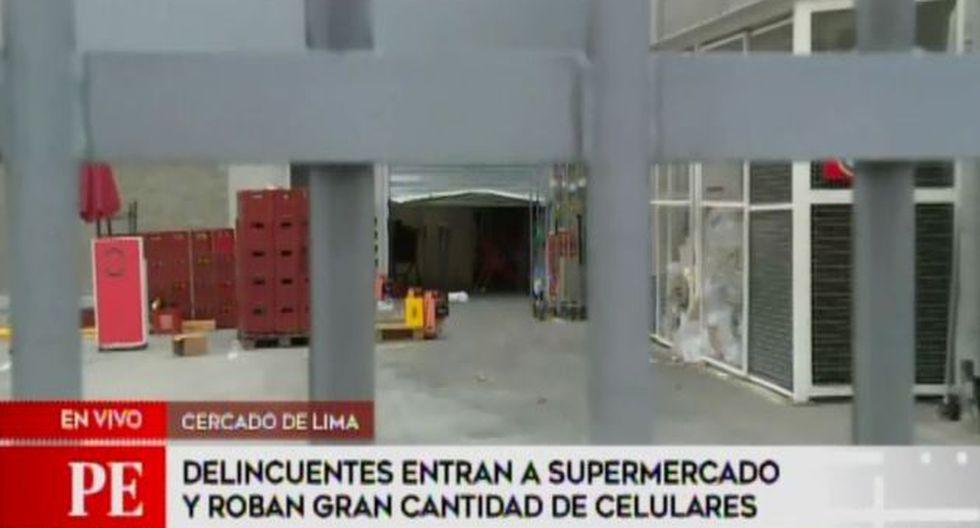 Delincuentes robaron esta madrugada gran cantidad de celulares de un conocido supermercado (Captura: América Noticias)