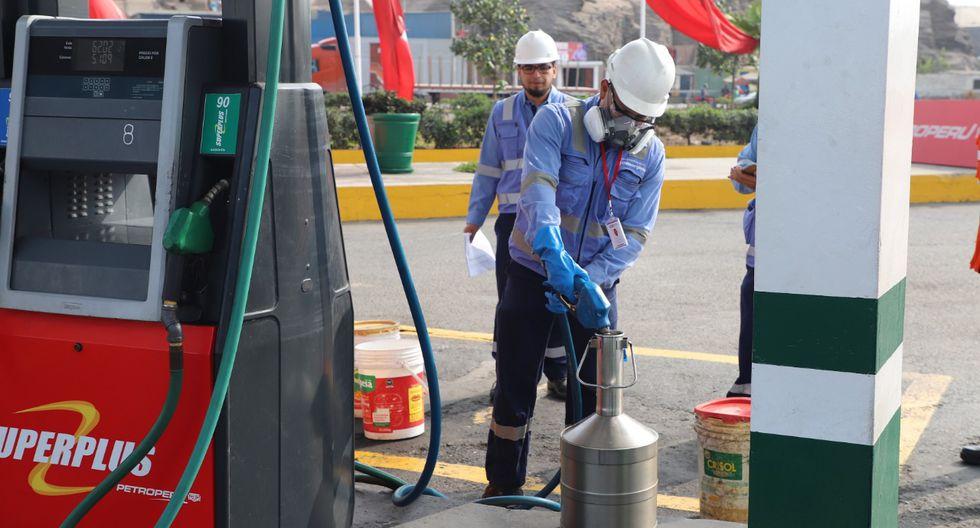 Osinergmin está realizando operaciones inopinadas en los grifos ubicados en la Panamericana Sur, a fin de verificar la calidad y cantidad de combustible que se despachan. (Foto: Osinergmin)