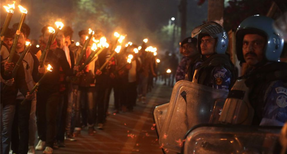 Una ley de ciudadanía considerada discriminatoria para los musulmanes genera manifestaciones en todo el país desde hace un mes. (AP)