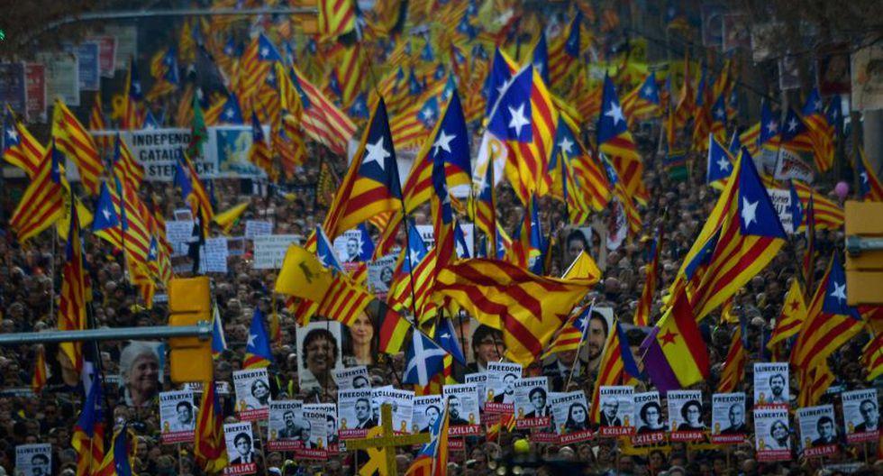 Miles protestan contra el juicio a independentistas catalanes. (Foto: AFP)