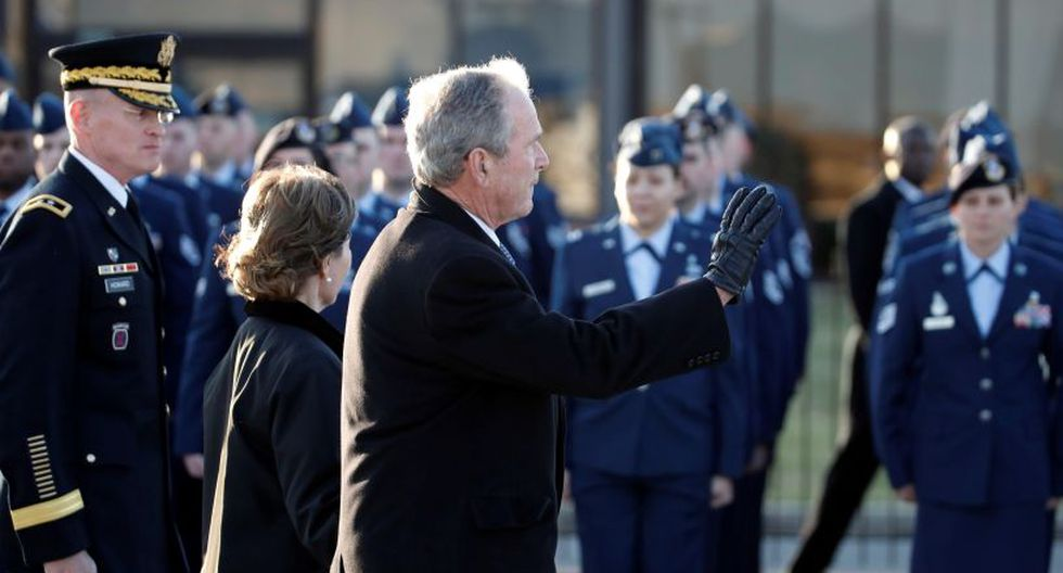 El ex presidente de los Estados Unidos George W. Bush llegó a Washington junto a la ex primera dama Laura Bush para asistir a los homenajes brindados a su padre. | Foto: EFE