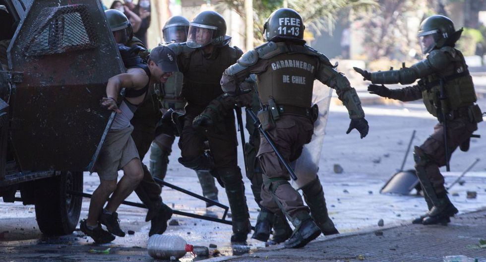 Las protestas continúan mientras aumentan las denuncias de abuso de los agentes del Estado.  (Foto: AFP)