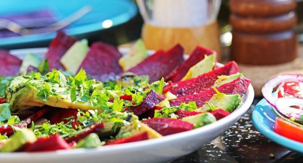 Siempre que comas fuera incluye ensaladas en tus comidas. (Foto: Pixabay)