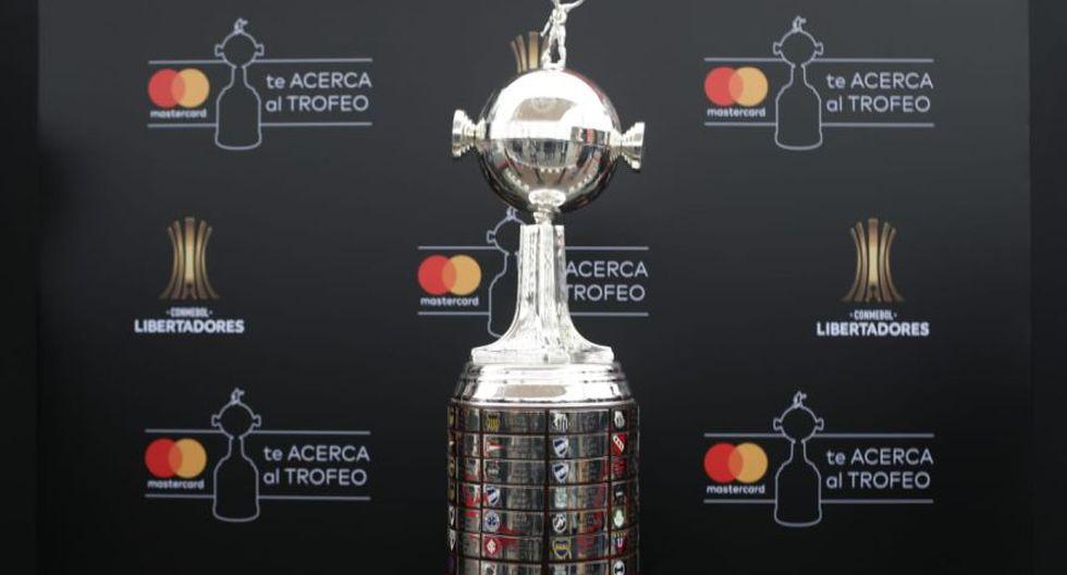 Final de Copa Libertadores: así luce en Lima el trofeo que levantarán River Plate o Flamengo. (Foto: Violeta Ayasta / GEC)