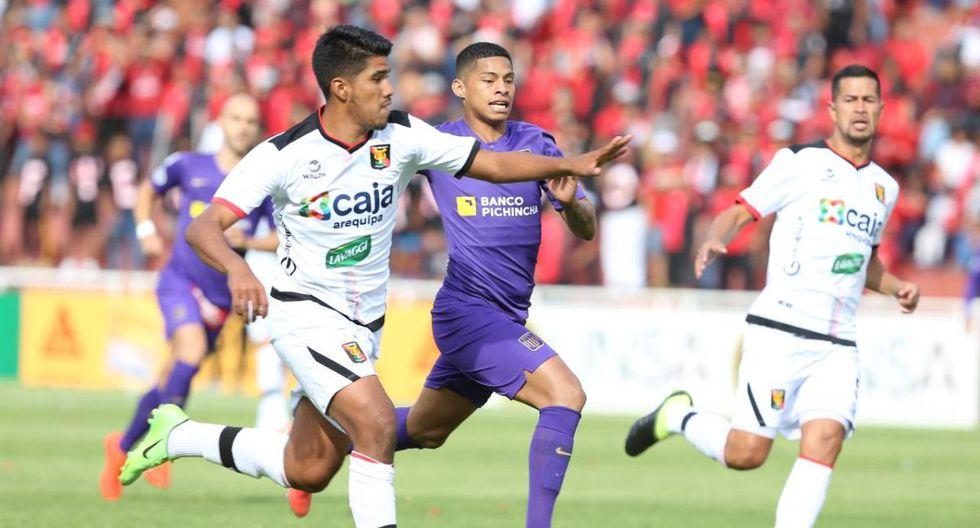 Melgar y Alianza Lima se enfrentan en el estadio de la UNSA en Arequipa. (Foto: Violeta Ayasta)