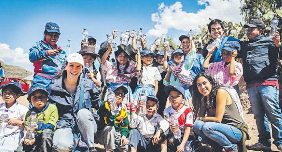 Comprando las botellas de agua de Yaqua en supermercados y grifos, colaboras para que otros peruanos también puedan saciar su sed. / YAQUA