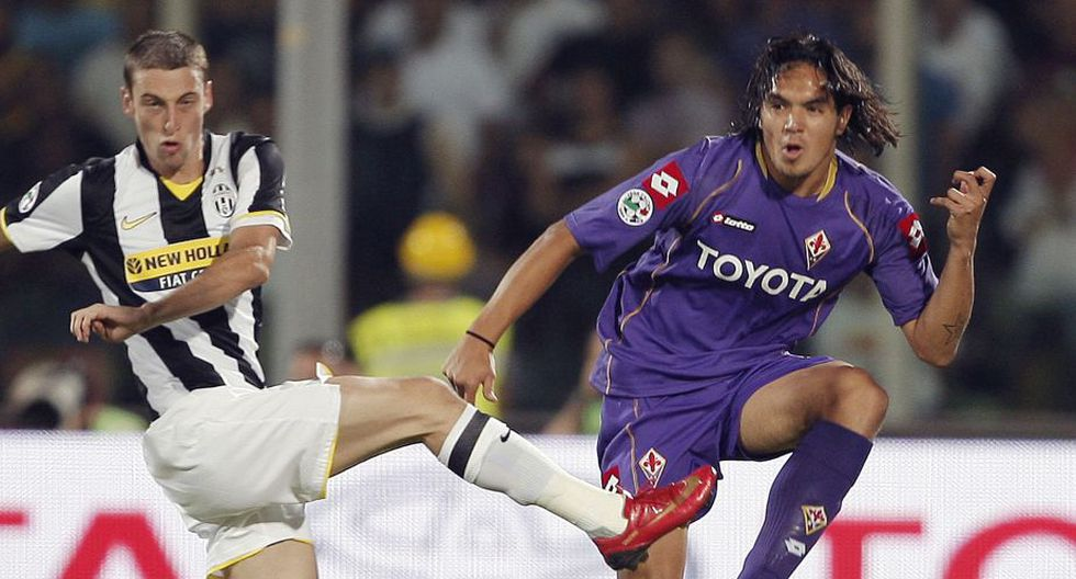 Después de esta buena experiencia, el destino de Vargas siguió en Italia pero con otros colores. Los servicios del peruano fueron requeridos por la Fiorentina, en donde llegó a jugar 4 años. (AFP)