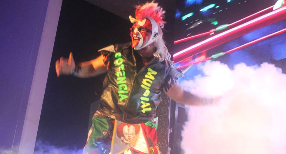 Psycho Clown hace su ingreso al ring. (Felipe Chafloque y José Miguel Paiva)