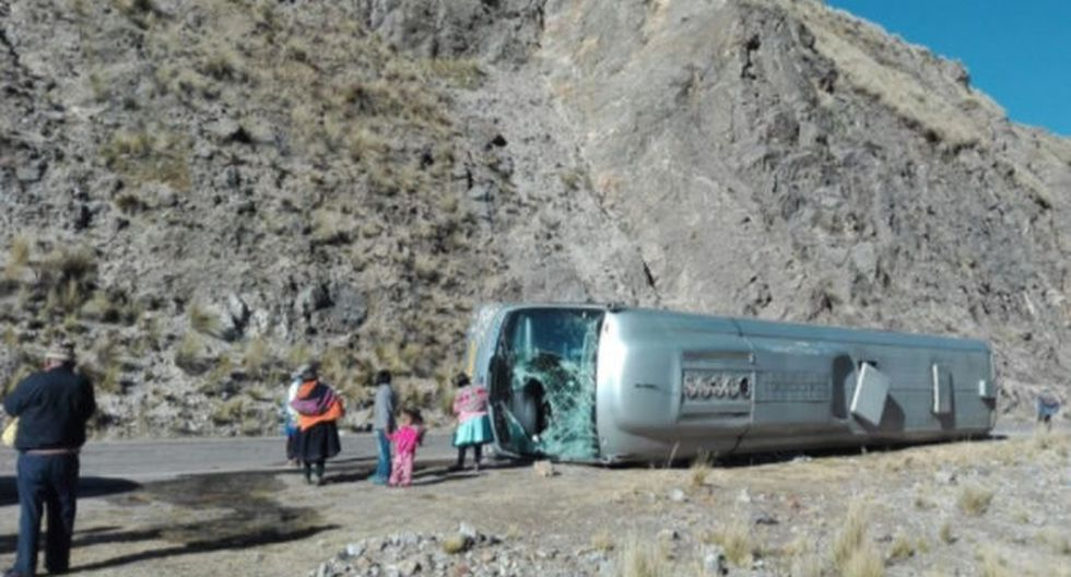 Accidente de bus se reportó en Pasamayo.