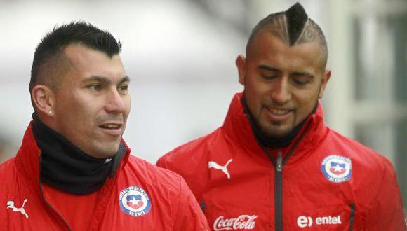 Gary Medel y Arturo Vidal son compañeros en la selección de Chile. (Foto: AFP)