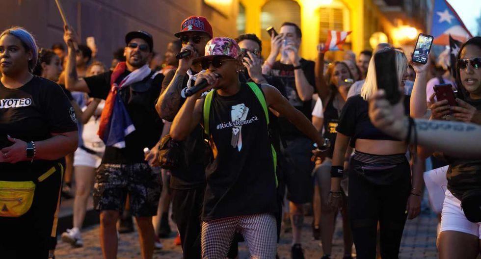 Los cantantes Nicky Jam y P J Sin Suela se unieron este miércoles a las protestas que sus colegas Residente, Ricky Martin y Bad Bunny estuvieron encabezando. (Foto: AFP)