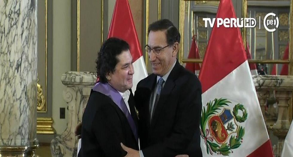 Presidente Martín Vizcarra condecoró a Gastón Acurio por su trayectora gastronómica y empresarial (Foto: Captura TV Perú)