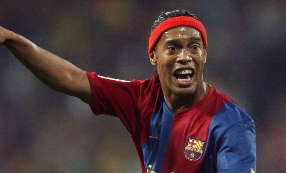 La amenaza que recibió Ronaldinho en una cancha de fútbol. (Foto: AFP)