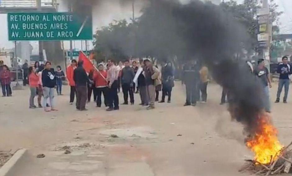 Puente Piedra: queman llantas en protestan contra el alza de peajes [FOTOS]