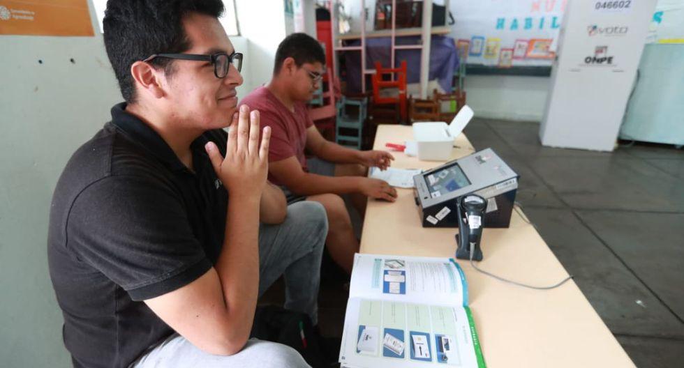 Desde temprano se instalaron las mesas de votación para las Elecciones 2020. (Lino Chipana / GEC)