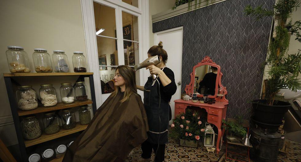 Los servicios de peluquería y cosmetología volverán a estar habilitados en la fase 2 que empezará desde junio. (Foto: GEC)