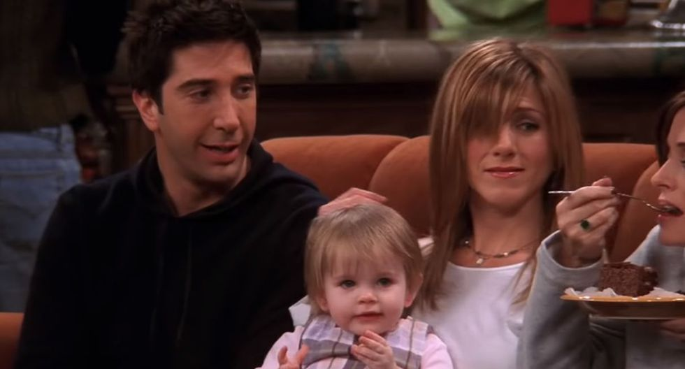 """Cali y Noelle Sheldon interpretaron a Emma, la hija de Rachel y Ross en """"Friends"""". (Foto: Captura de video)"""