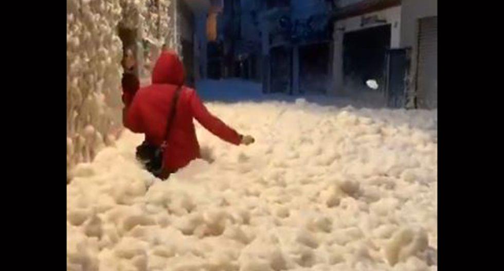 Tormenta Gloria provocó que se formen ríos de espuma en calles de Tossa de Mar. (Foto: captura de video)
