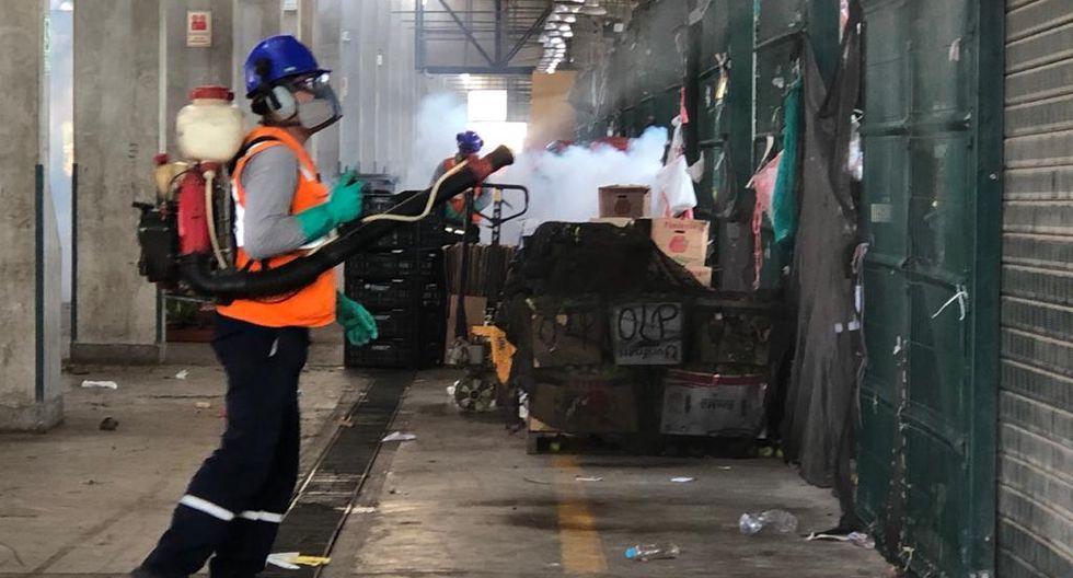 La Municipalidad de Lima indicó que la fumigación del Gran Mercado Mayorista de Lima se efectúa con frecuencia ya que es un centro de abastos con gran afluencia de público. (Foto MML)