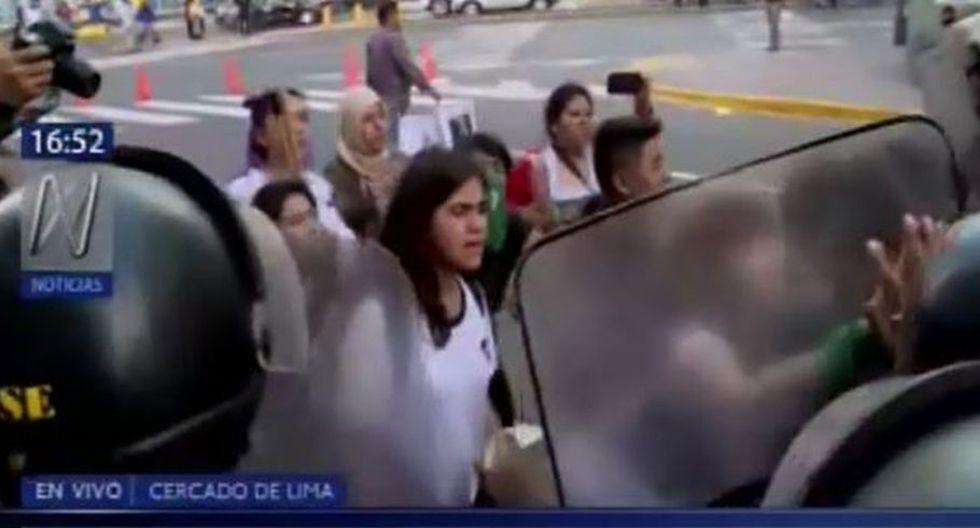 PNP hizo uso de bombas lacrimógenas con el fin de dispersar la zona. (Video: Canal N)