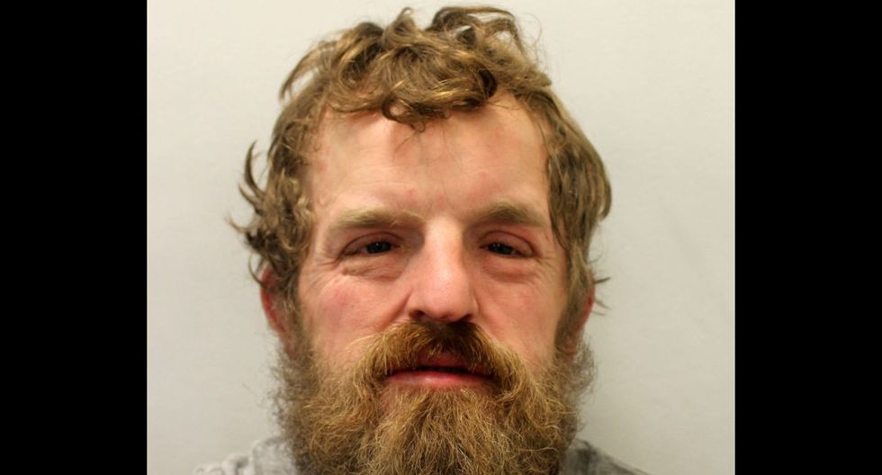 Una fotografía publicada por la Policía Metropolitana de Gran Bretaña que muestra a Mark Manley en custodia policial. El hombre fue encarcelado durante seis meses por robar equipo de una ambulancia y agredir a un guardia de seguridad. (Foto: AFP/Policía Metropolitana)