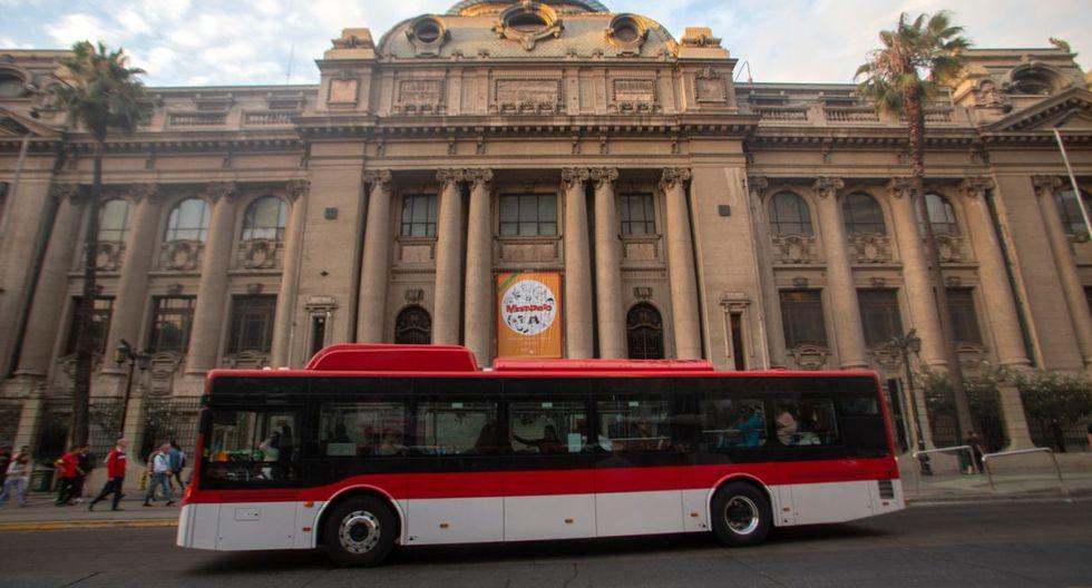 Chile está liderando en la región la incorporación de la electromovilidad en el transporte público. (Foto: AFP)