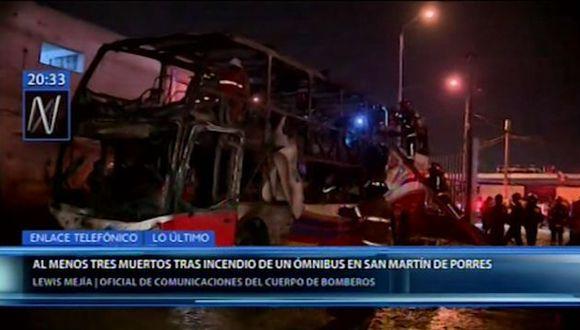 Al parecer, las personas fallecieron debido a que no pudieron escapar de las llamas y quedaron atrapadas en el bus.  (Foto: Canal N)