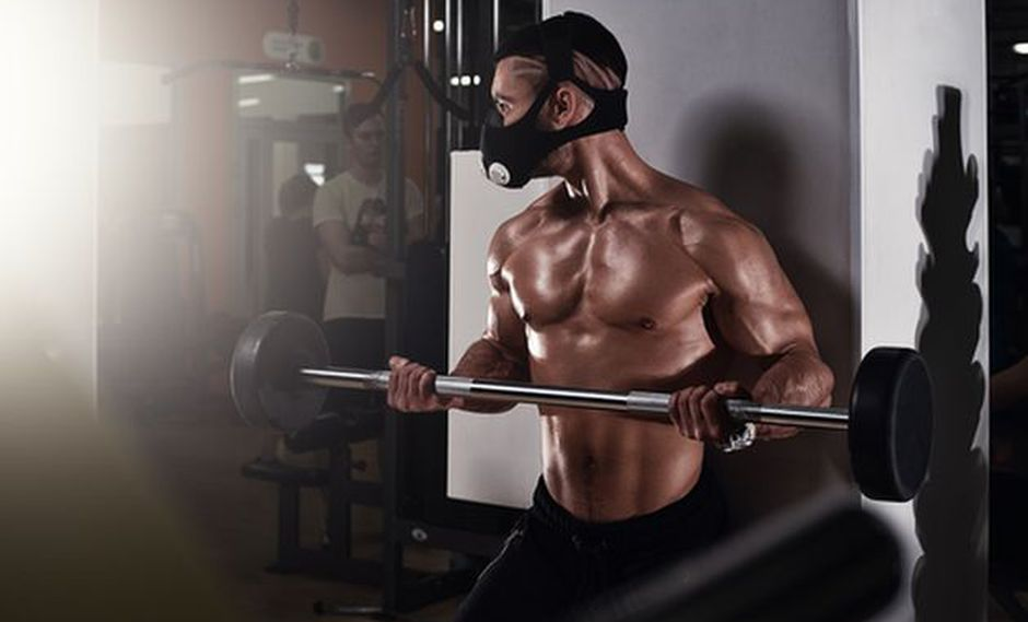 Los amantes del fitness se suman a la moda de las máscaras de entrenamiento. (Shutterstock)
