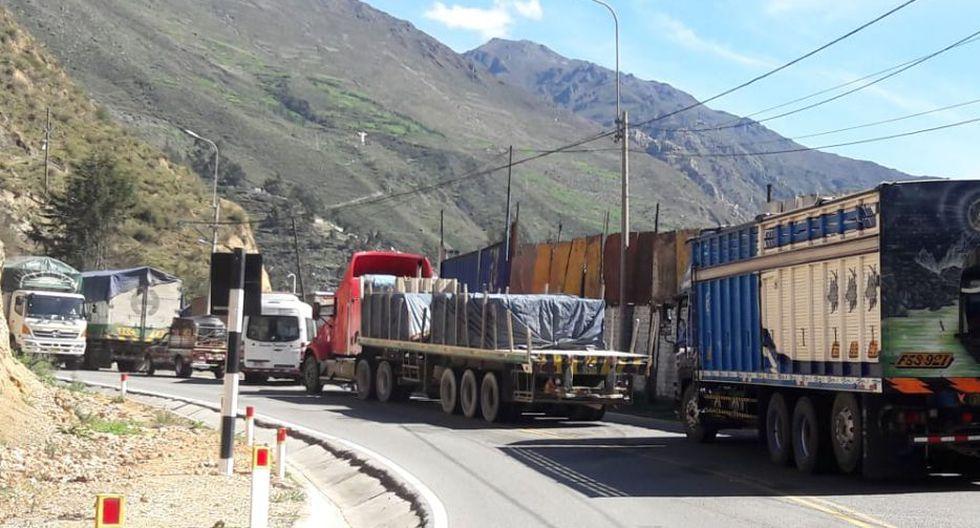 Desde la madrugada, cientos de buses y automóviles han quedado varados en toda la zona de Casapalca. (Foto: Lino Chipana)