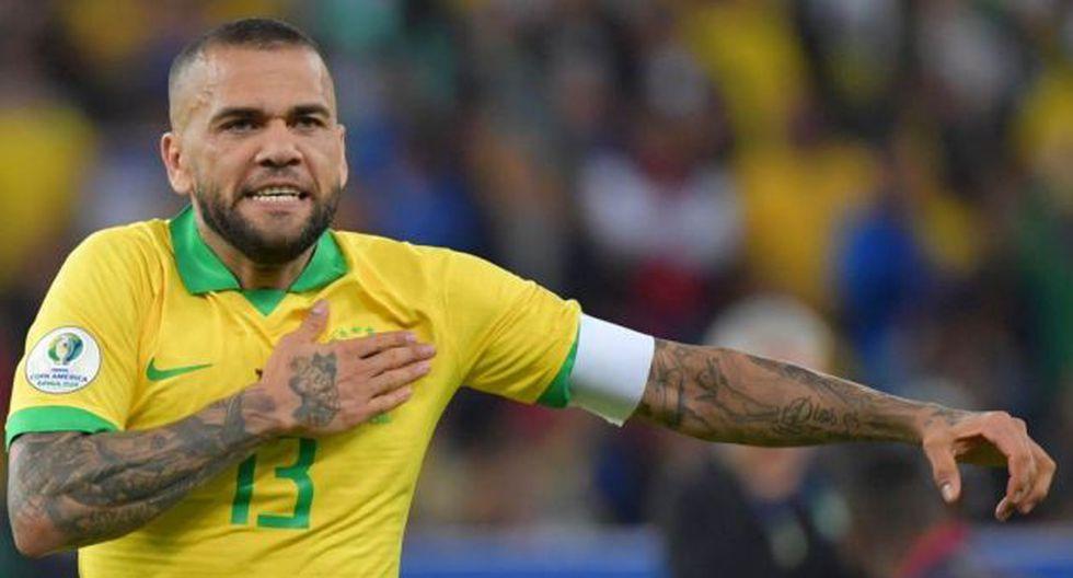 Dani Alves criticó a Lionel Messi por sus declaraciones. (Foto: AFP)
