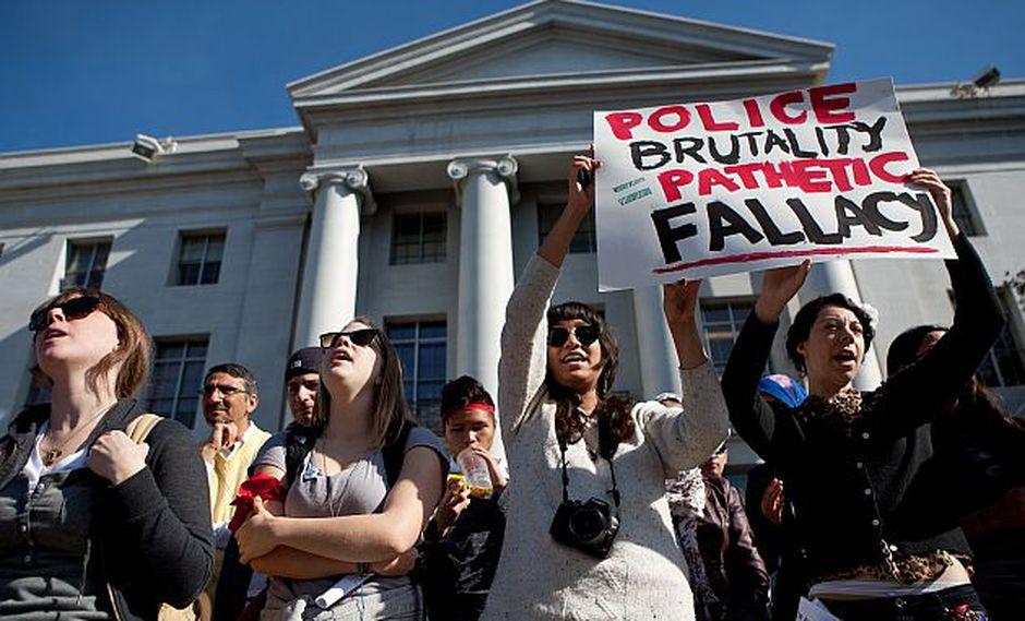 Universitarios estadounidenses en apoyo al movimiento Occupy Wall Street (Foto: AFP)
