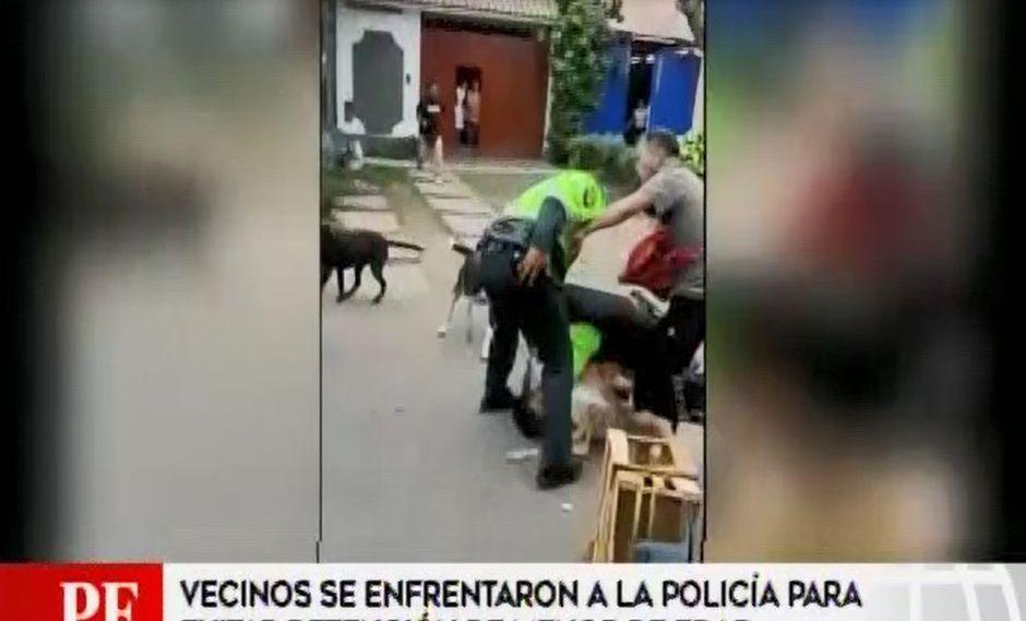 Surco: vecinos se enfrentan a policías para evitar detención de menor | VIDEO