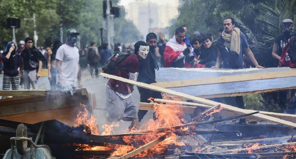 Los enfrentamientos entre manifestantes y las fuerzas de seguridad se mantuvieron en los puntos álgidos de las protestas, como la céntrica Plaza Italia de Santiago. (Foto: AFP)
