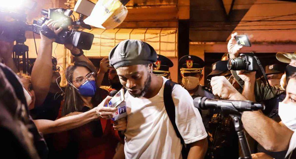 Los medios de comunicación asediaron a Ronaldinho. (Foto: EFE)