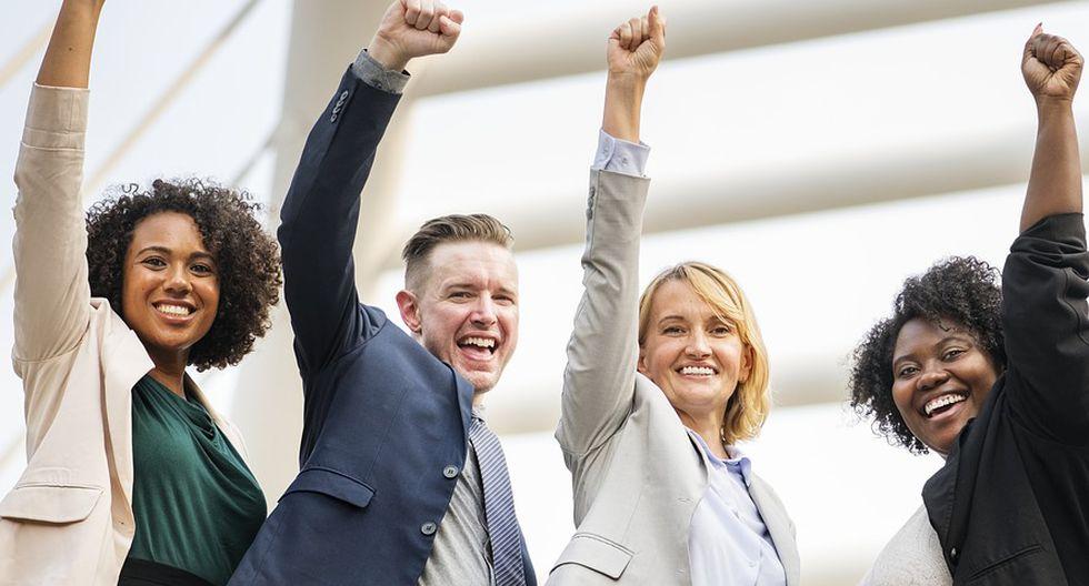 Si la entrevista consiste en una dinámica con un grupo de personas, lo que un postulante puede hacer para destacar es tener iniciativa en las actividades solicitadas. (Foto: Pixabay)