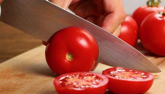 Los tomates se conservan mejor a temperatura ambiente, ya que las frías temperaturas dañarán sus membranas. (Foto: Shutterstock)
