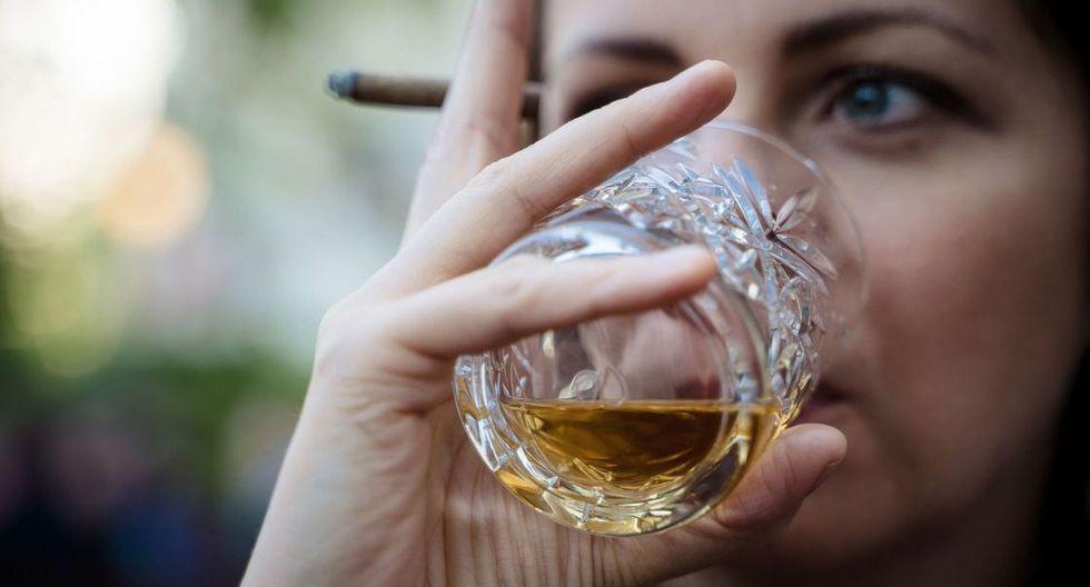 El olor del ron es importante. Mientras huela más a madera, vainilla, nueces, dulce y menos la percepción de alcohol se tenga, mejor será el ron. Foto: Pixabay)